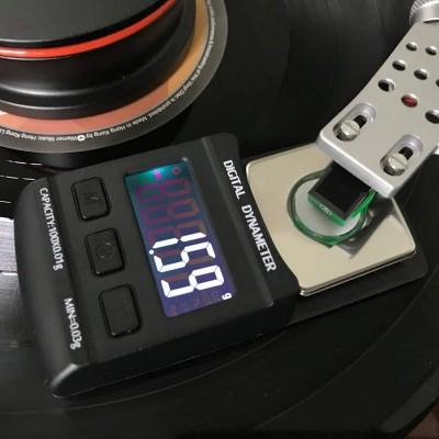 Digitální váha pro gramofon k nastavení přítlaku přenosky...