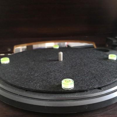 Vodováha pro vyrovnání gramofonu
